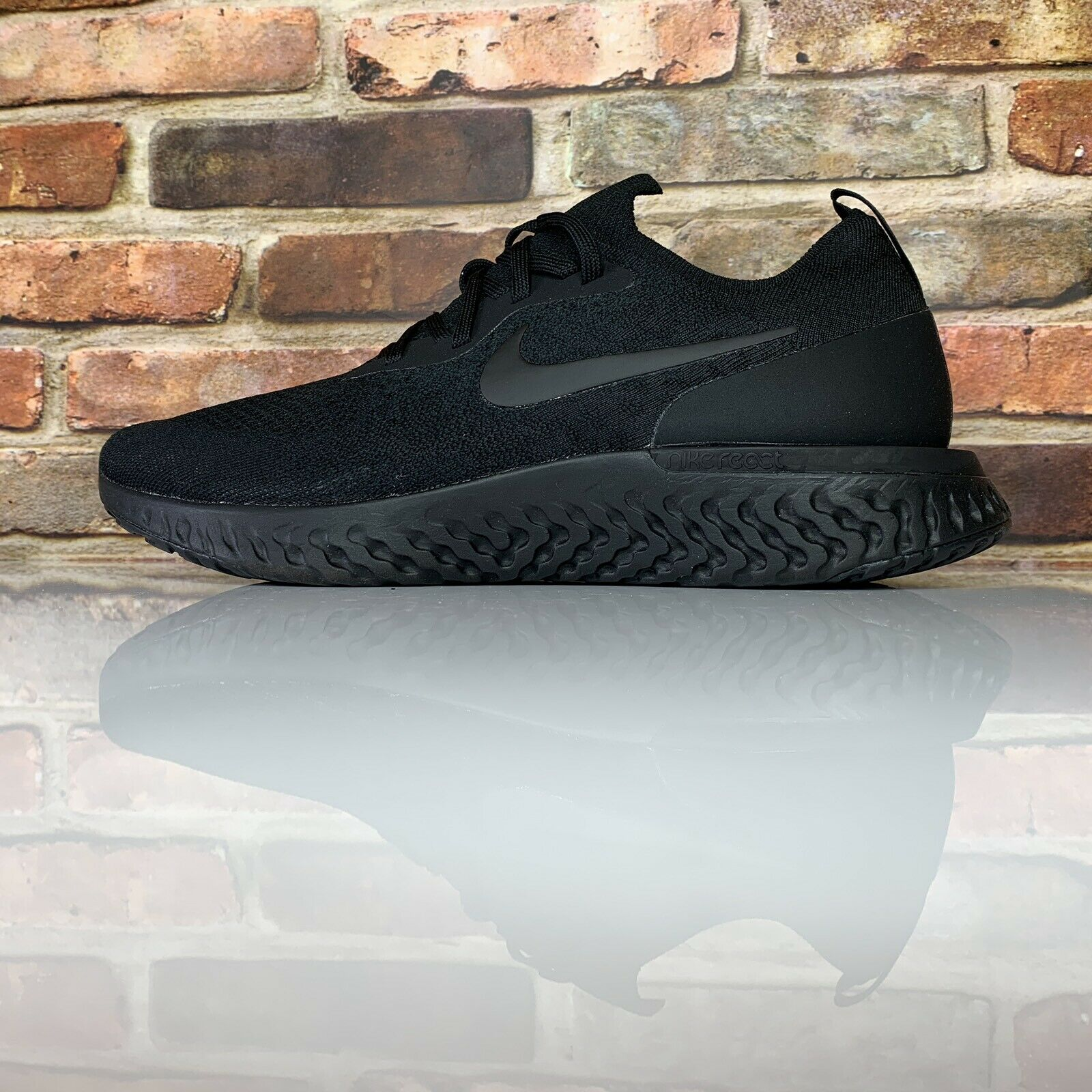 Nike Epic Réact Flyknit Pointure 10.5 Triple noir chaussures Course AQ0067-003
