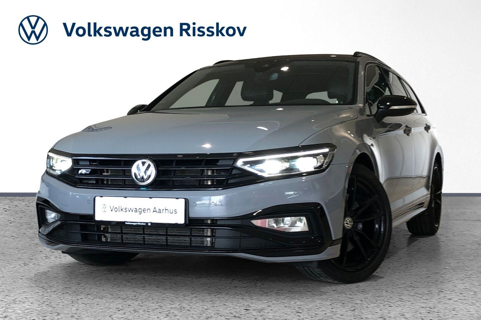 VW Passat 2,0 TDi 240 R-line Variant DSG 4M 5d - 619.900 kr.