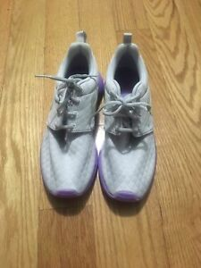 39bc0d926c3 Nike Roshe One SE GS Youth Girl s Running Shoes Platinum Silver ...