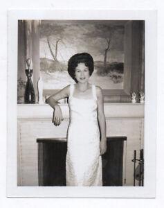PHOTO POLAROÏD Femme Intérieur Bourgeois Collier Robe Tableau Salon 1966 - France - État : Occasion: Objet ayant été utilisé. Consulter la description du vendeur pour avoir plus de détails sur les éventuelles imperfections. ... - France
