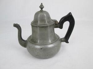 Antike-Teekanne-Engelszinn-mit-Holzgriff-ca-19-Jahrhundert-gepunzt