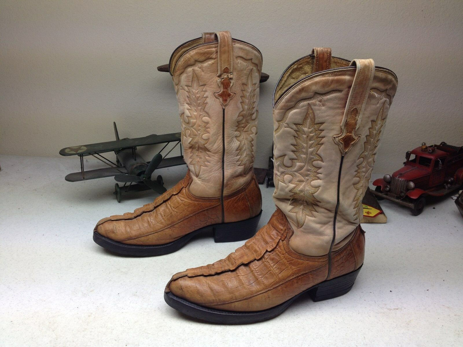 VINTAGE DISTRESSED EMBOSSED CAIMAN LEATHER WESTERN ENGINEER BOOTS SIZE 9-10 M