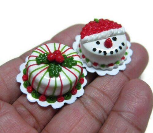 Set of 2 Dollhouse Miniatures Christmas Cakes Food Bakery Holiday Season
