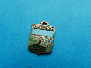 medaille pendentif BLASON TOURISME VILLE EMAILLE PONT DU GARD