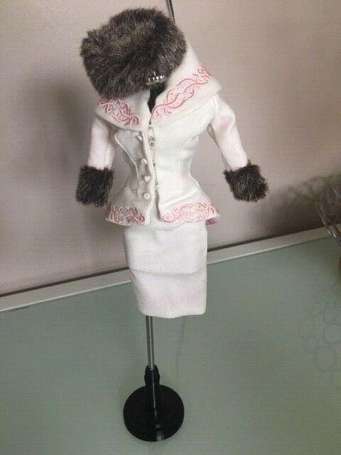 2012  Barbie bambola Convention - St Petersburg moda - Dressrenderer Details  a prezzi accessibili