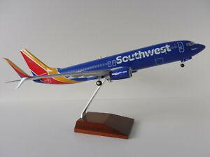 Boeing-737-800-SOUTHWEST-AIRLINES-1-100-SKR8250-Skymarks-Limox-N8642E-HEART-One