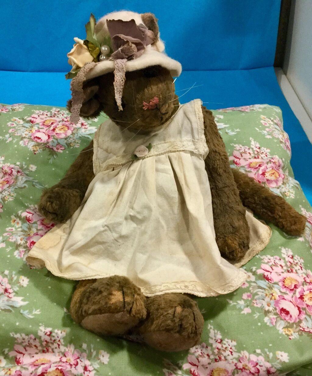 Bärenkatze mit Hut Hut Hut Handgenäht Vintagelook ca 25 cm hoch 5288fb