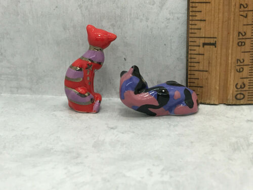 2 Pop Art CATS Cat Hand Painted Porcelain French Feves Figurines Miniatures X18