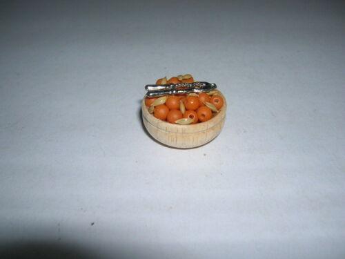 Coque avec Noix Bowl of nuts and Cracker Dollhouse Poupée 1:12 d2343