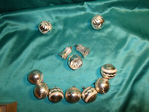 12-alte-Christbaumkugeln-Glas-Glocken-silber-weiss-Weihnachtskugeln-Vintage-CBS