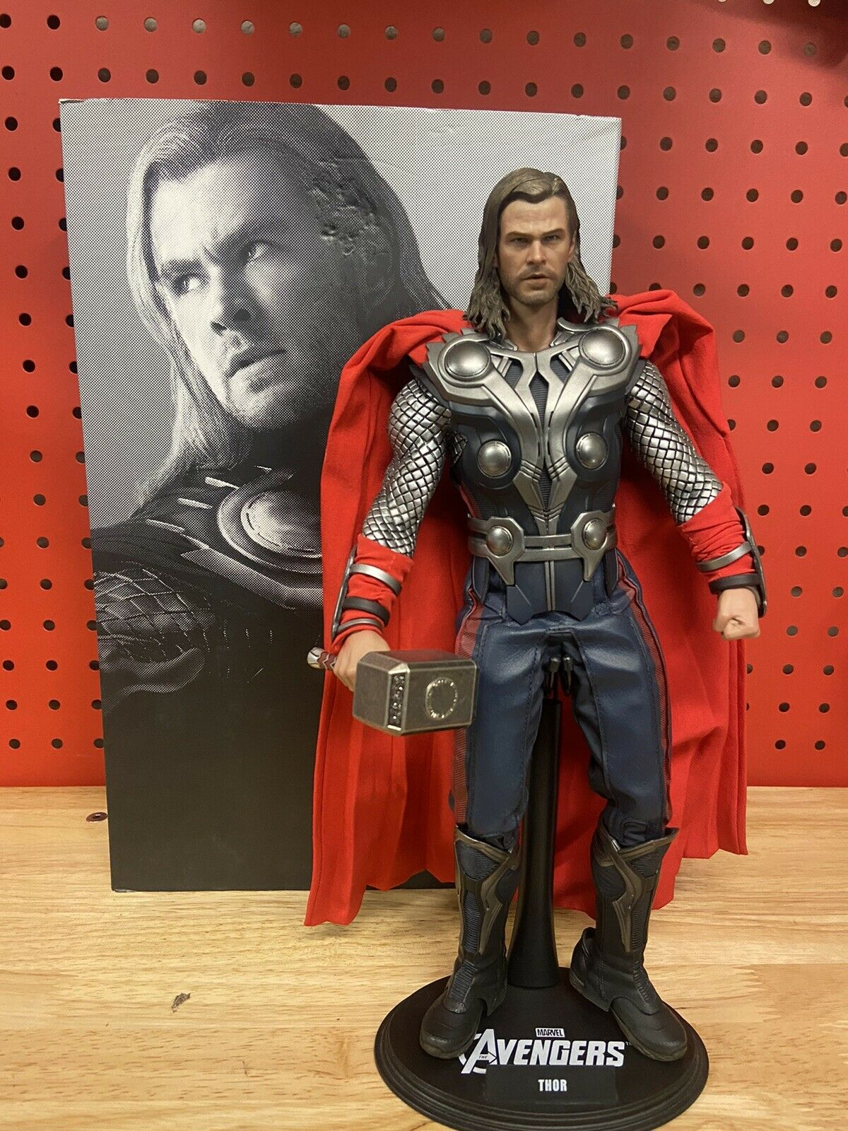 Hot Toys Avengers Thor MMS175 1:6 Scale Figure sideshow preowned used condition on eBay thumbnail