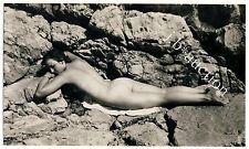 Nudism WOMAN'S SUNBATH ON ROCK / NACKTE FRAU SONNT SICH FKK * Vintage 50s Photo