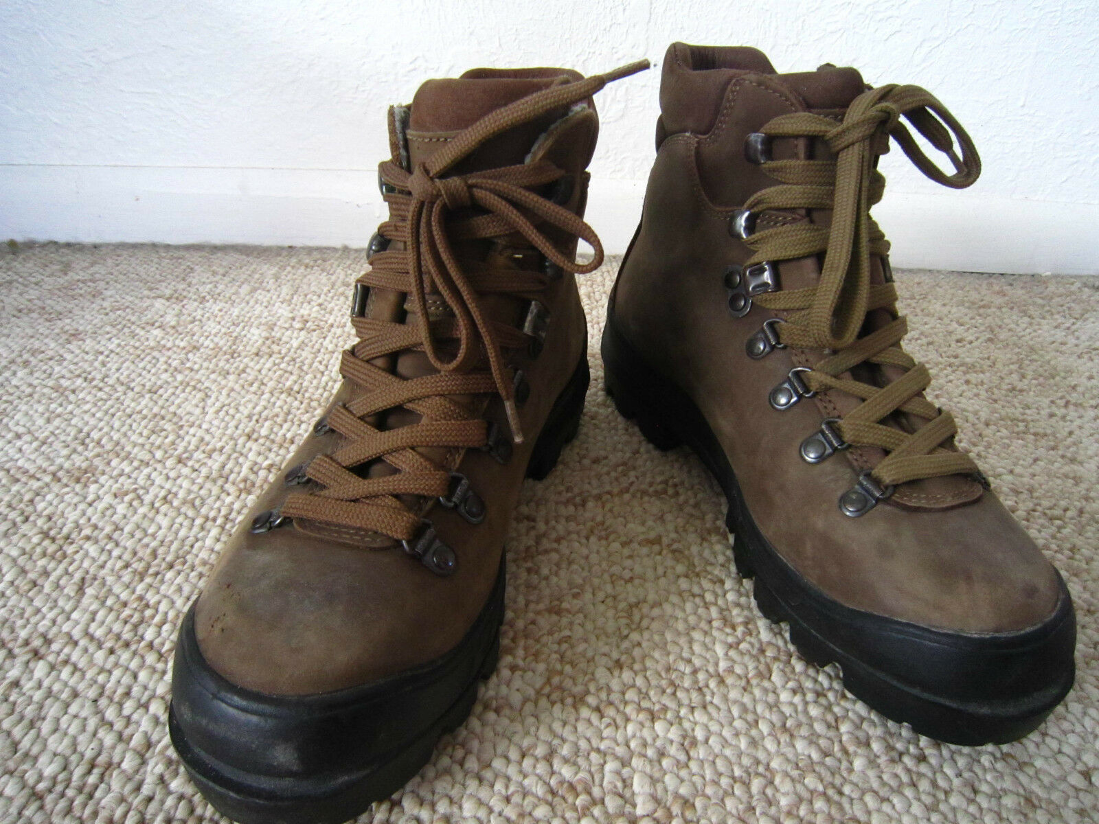 Nice  SCARPA Women's Hiking Boots - Made in Italy - size 6