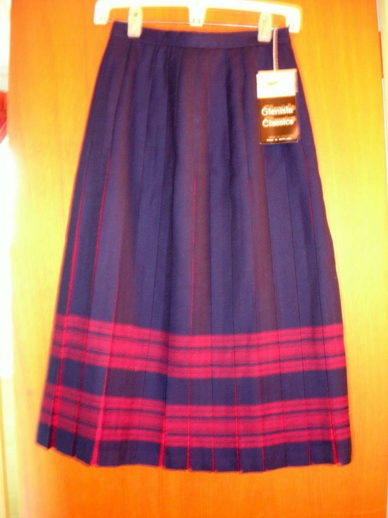 SZ 6  New Navy   Red  Box pleated skirt made in Scotland