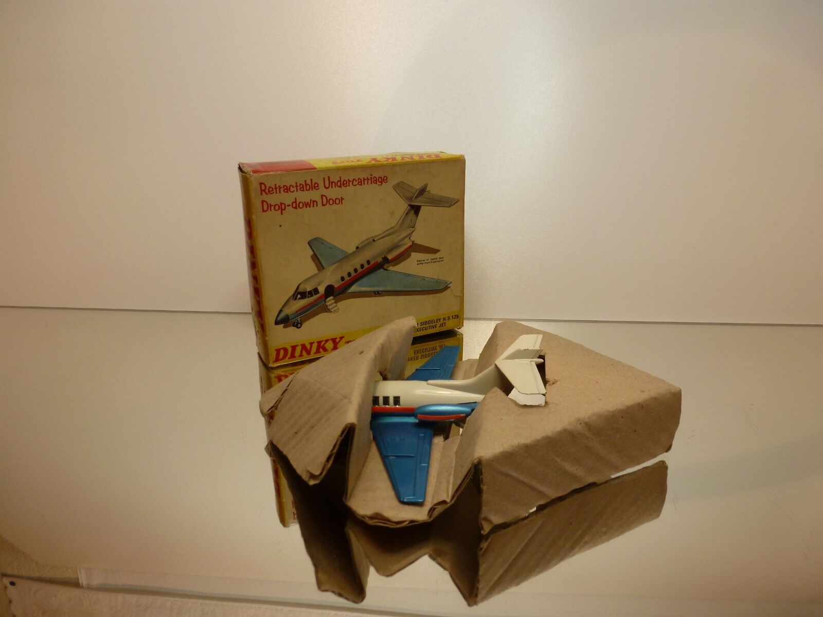 DINKY TOYS  723 HAWKER SIDDELEY 125 - bianca + blu - GOOD CONDITION IN BOX
