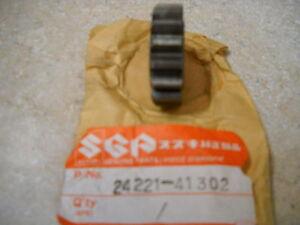 NOS-OEM-Suzuki-Second-Drive-Gear-1976-1981-RM100-RM125-24221-41302