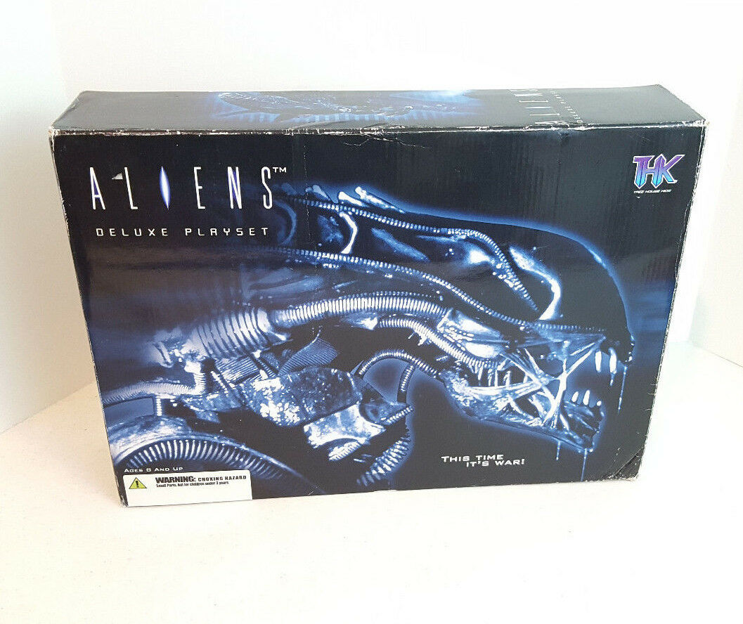 THK Tree haus Kinder 2004 Aliens Deluxe Playset