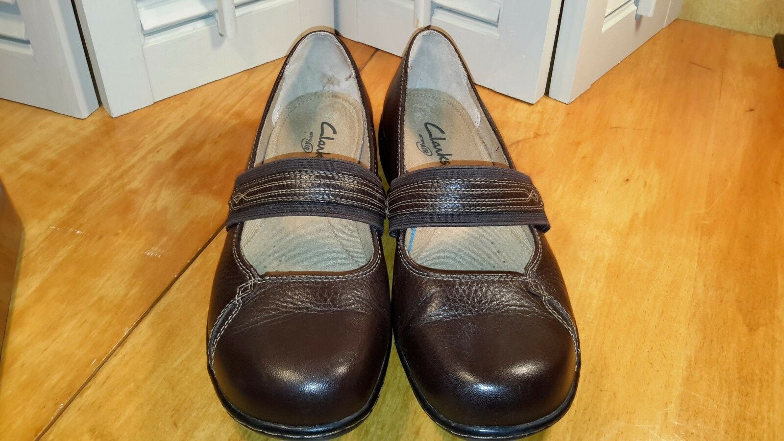 Clarks women's active air  casual flat loafer brown leather Mary Janes size 8.5