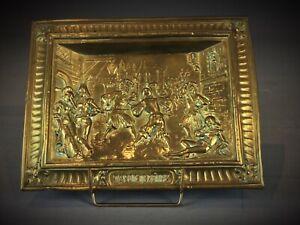 Ancien-bas-relief-scene-moyenageuse-en-laiton-repousse-dinandier-Signe-Raphael