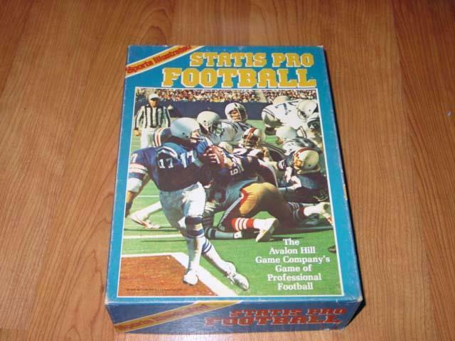 Avalon Hill - STATIS PRO FootbALL match - 1983 säsong (Punched) Sports Illustr.