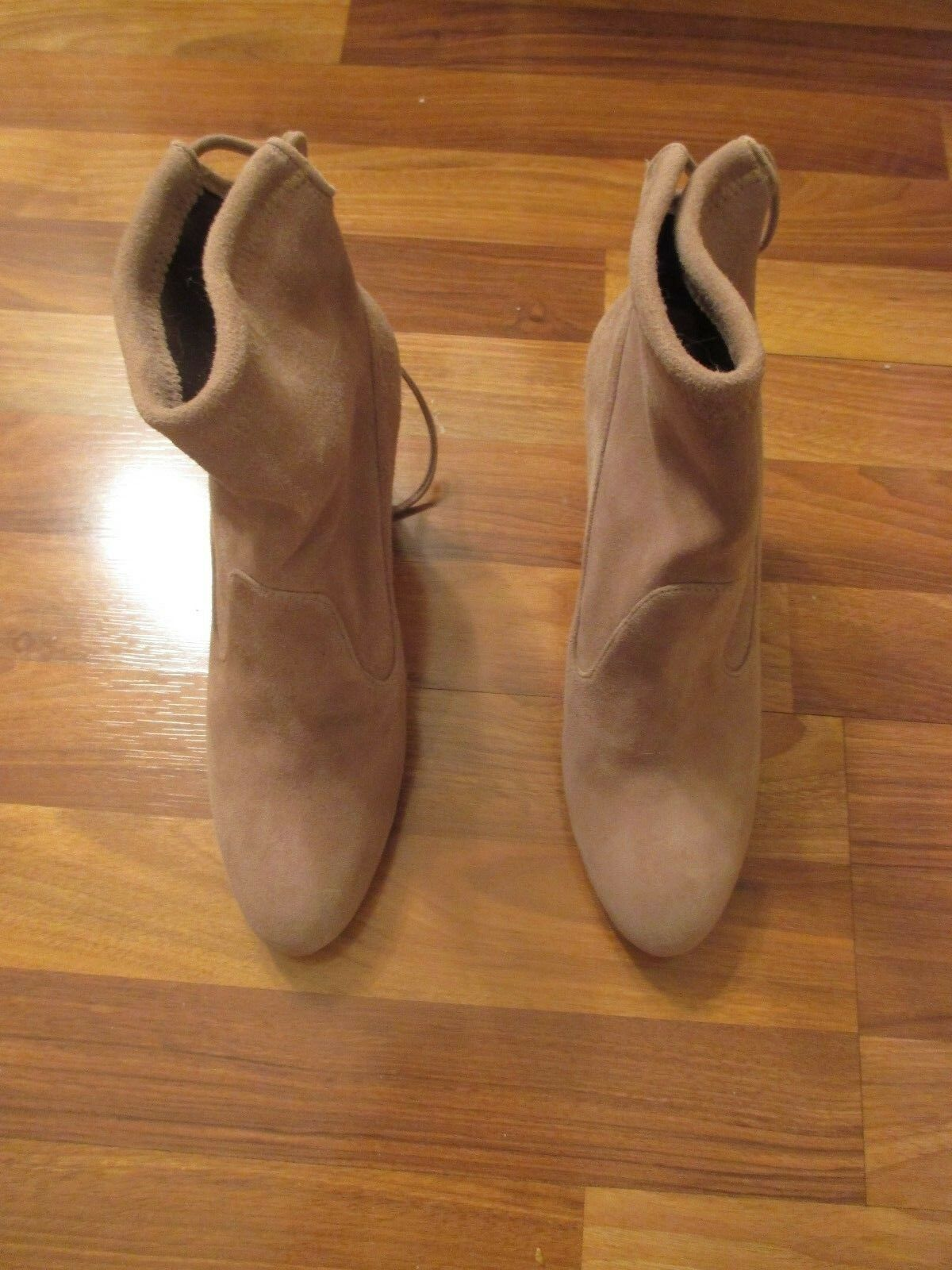 Never Worn Stuart Weitzman Suede Ankle Stiefelies Stiefel, Taupe Haze Haze Haze Beige, Größe 8.5 a897a2