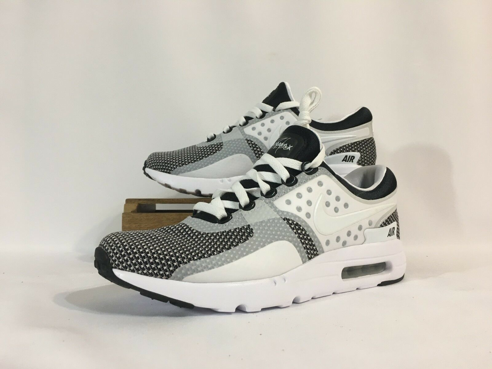 Nike Air Max Zero Essential Running Shoes White Black 876070-005 Men's 10 NWOB