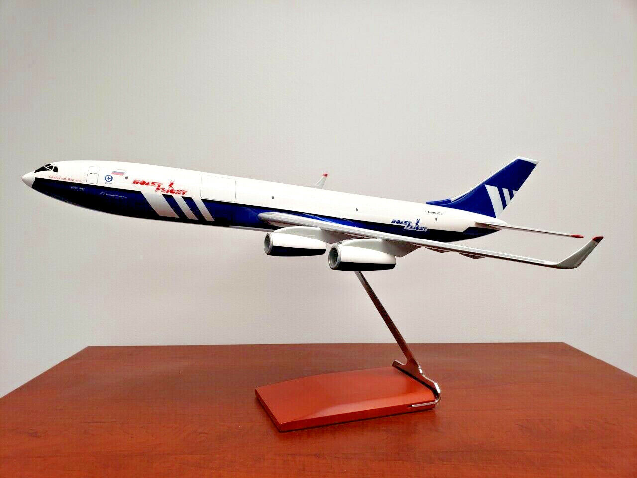 ILYUSHIN IL -96 -400T lastflygagagplansmodellllerl Polat Airlines i 1  100 skala