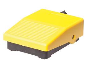 Mini-Fussschalter-schwarz-gelb-Pedaltaster-Pedalschalter-3A-1O-1S-NEU-OVP