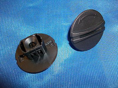 4x FLOOR MAT CARPET CLIPS RETAINING TWIST TURN LOCK PEUGEOT 206 207 307 1007