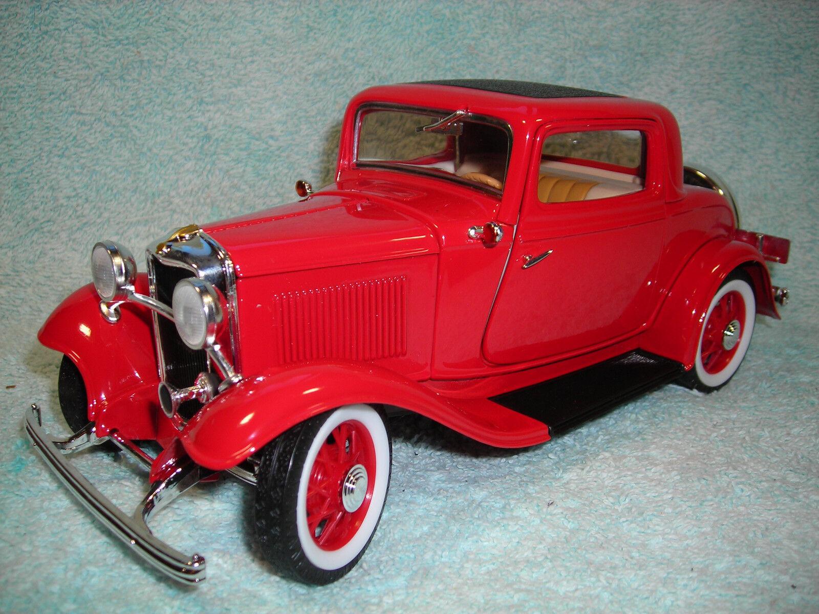 1   18 skala druckguss 1932 ford 3-window coupé in rot über die straße yat-ming legenden.