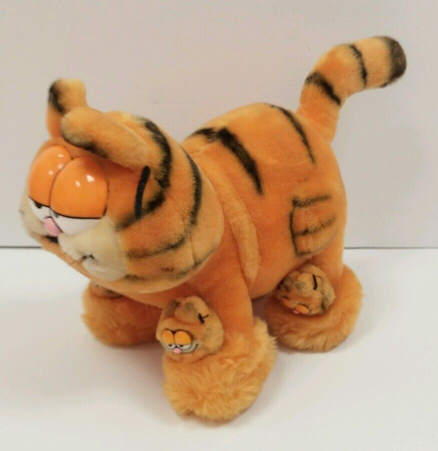 Vintage Dakin Garfield Wearing Two Pair of  Slippers Plush 1981 Korea 12  Rare