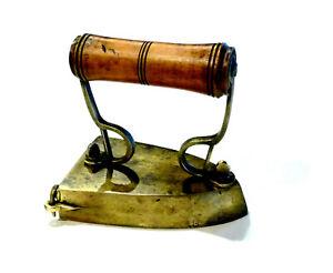 Outil-ancien-tres-joli-petit-fer-a-lingot-laiton-acier-et-bois-19eme-XIXeme