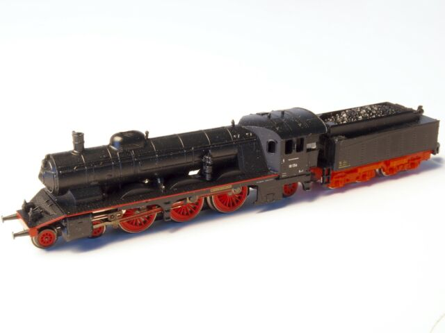 Marklin Z-scale DB Express Steam Locomotive with a Tender Cl 18 Pacific 5 pole
