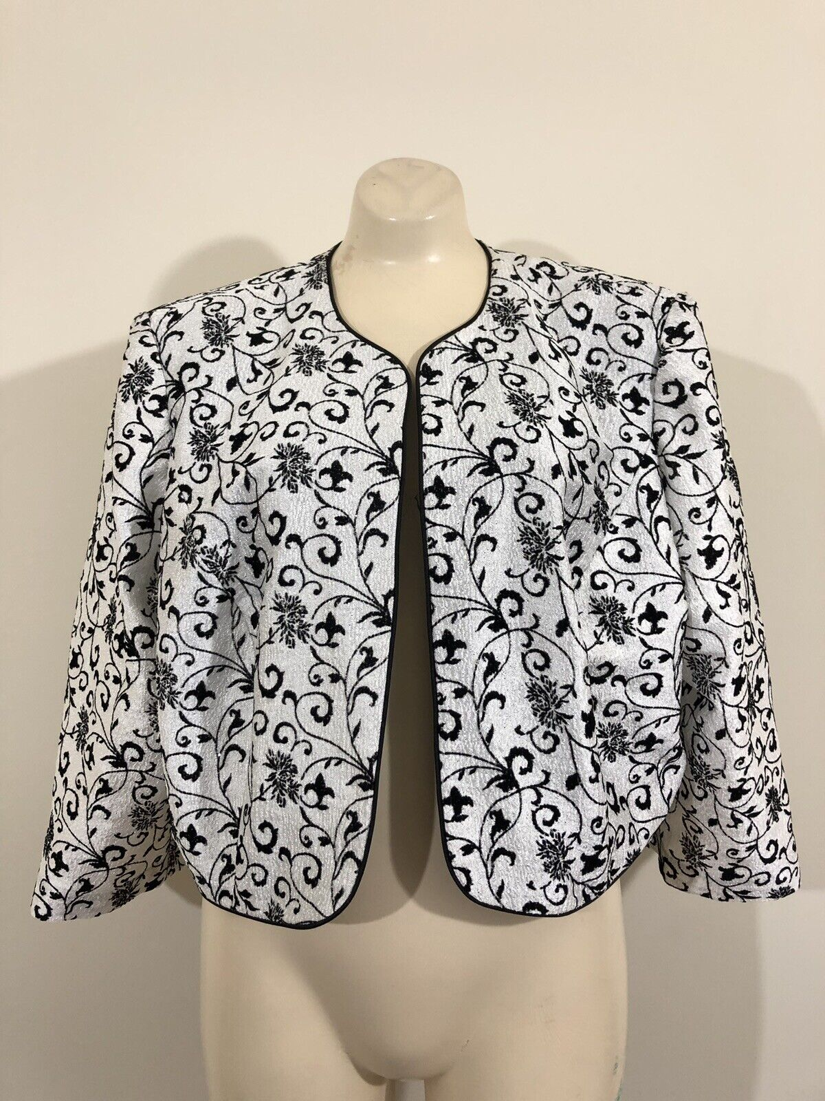 Collection Dressbarn Womens 18W Silver Black Cropped Evening Cardigan Mint Cond
