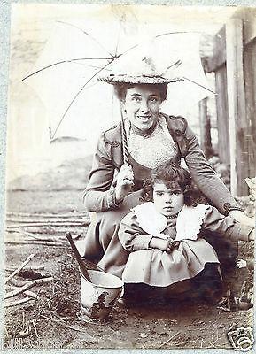 Photo Ancienne . Fillette Avec Un Seau De Plage Ancien . 1903 Winst Klein