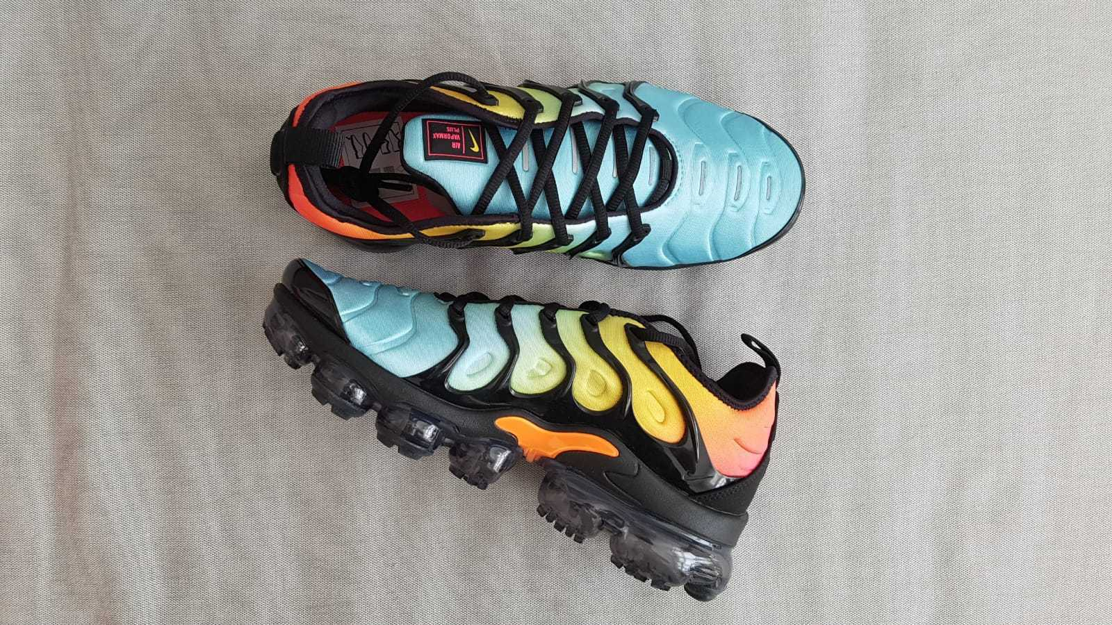 NIKE AIR VAPORMAX PLUS TROPICAL SUNSET ALL SIZES AO4550-002 BRAND NEW IN BOX