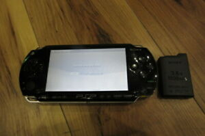 Sony-PSP-1000-Console-Piano-Black-w-battery-pack-Japan-m550