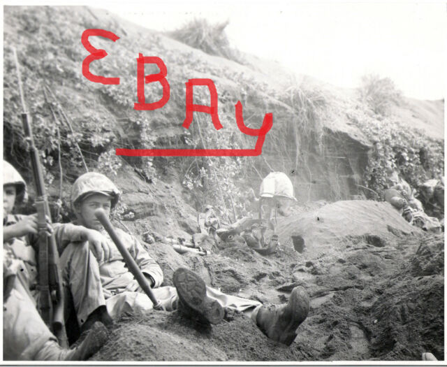 WWII PHOTO 8X10 ACTION 5TH MARINES ON IWO JIMA BURIAL DURING BATTLE LOOK