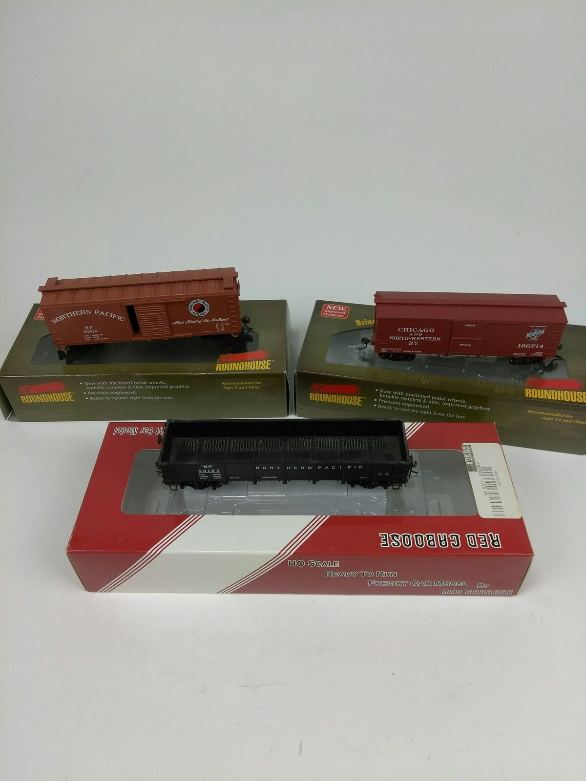Lot of 3 rosso Caboose / Roundhouse HO box cars in box - 84668, 84255, 50183
