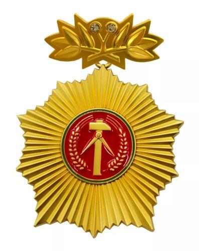 Vaterländischer Verdienstorden VVO DDR-Orden NVA MfS Gold mit Ehrenspange