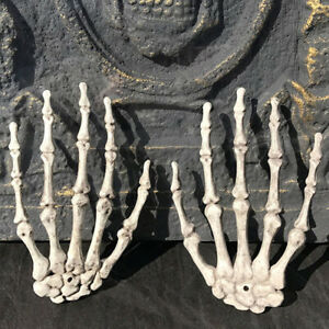 1-Pair-Plastic-Skeleton-Hands-Bone-Haunted-House-Decor-Halloween-Party-Props-TRF