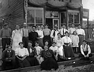 """ID Old Photo 8.5/"""" x 11/"""" Reprint Reprint 1904 Moscow Steam Laundry Crew Moscow"""