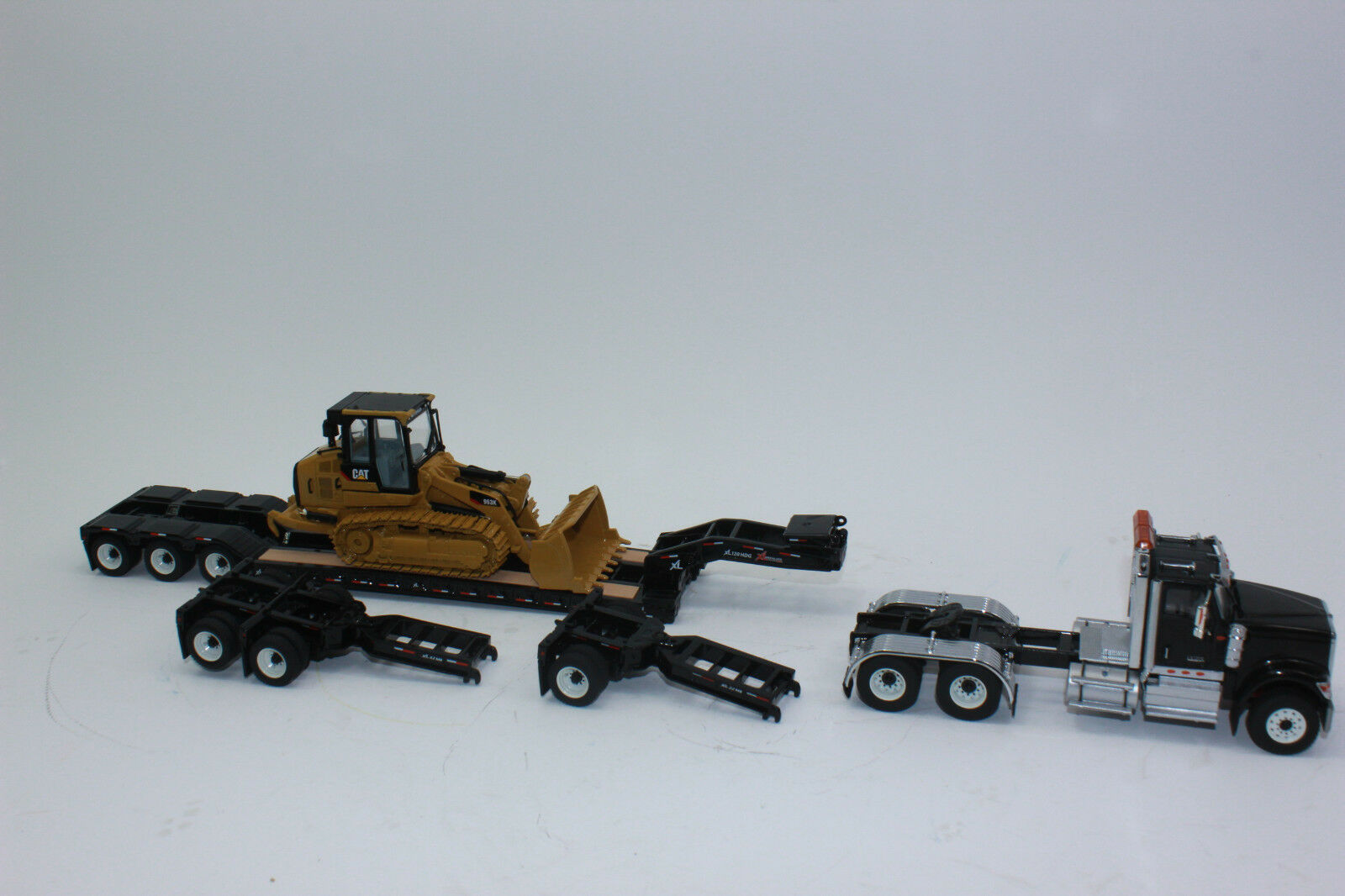 Diecast Masters 85599 HX520 Tractor + Low Loader + Cat 963K 1 50 New Boxed