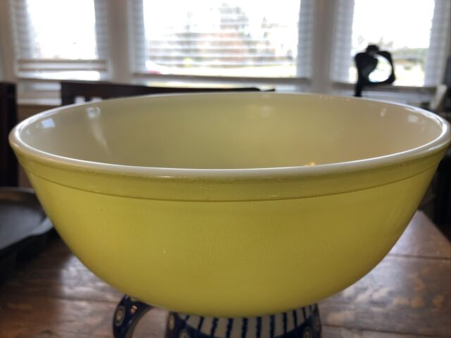 Pyrex Primary  Mixing Vintage Bowl #404 Yellow