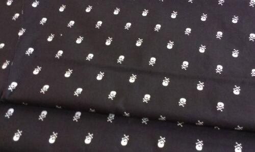 Mini Skull /& Cross Bones Design on Black FQ to Yard Brand New-100/% Cotton