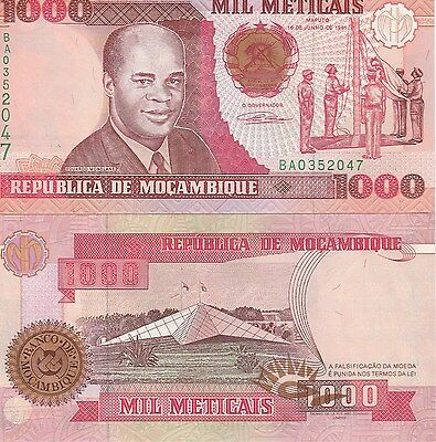 Unc See Uv & W/m Customers First Flag Ceremony / Star Monument 1,000 Meticais Mozambique P135