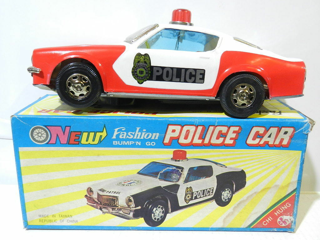 PLASTIC AND TIN TOY BATTERY OPERATED POLICE HIGHWAY PATROL CAR MINT WORKS 1970
