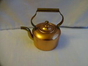 Vintage-brass-and-copper-miniature-kettle-Height-11-cm-x-11-cm