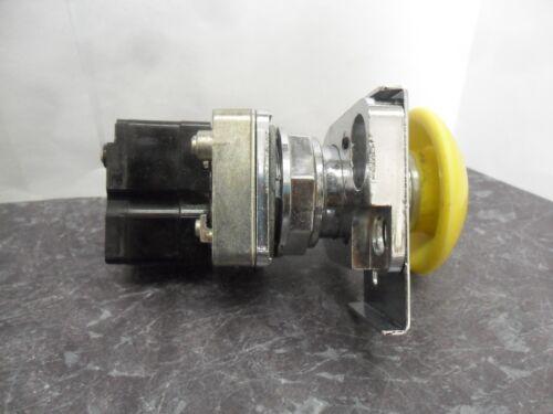 """New Rees 40102-104 Yellow Mushroom Push Button NO-NC Lockable 2/"""" Plunger NIB"""