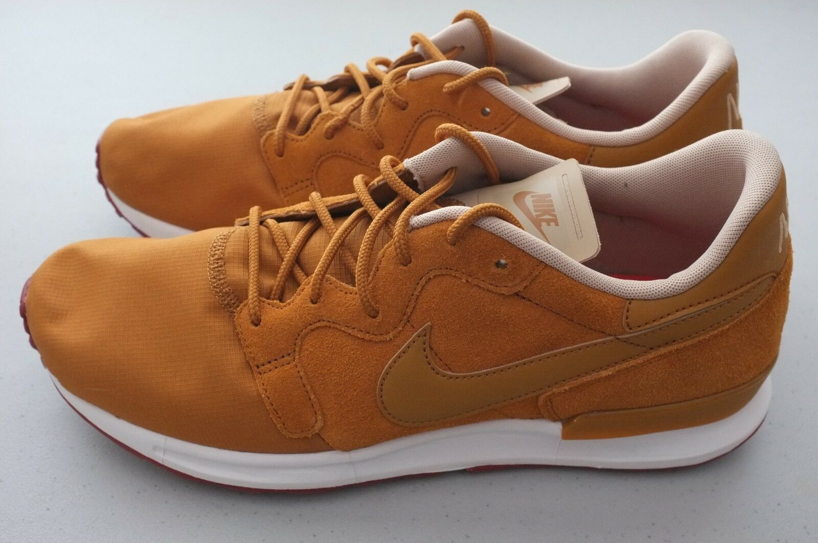 NEW Nike Mens Air Berwuda Premium Athletic shoes Tan Brown Sz 10 (844978-701)